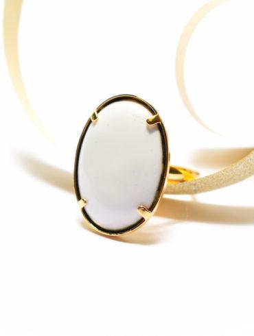 bague-ovale-blanche-mariage-createur-unique-bijou-elegant-aufildemaux