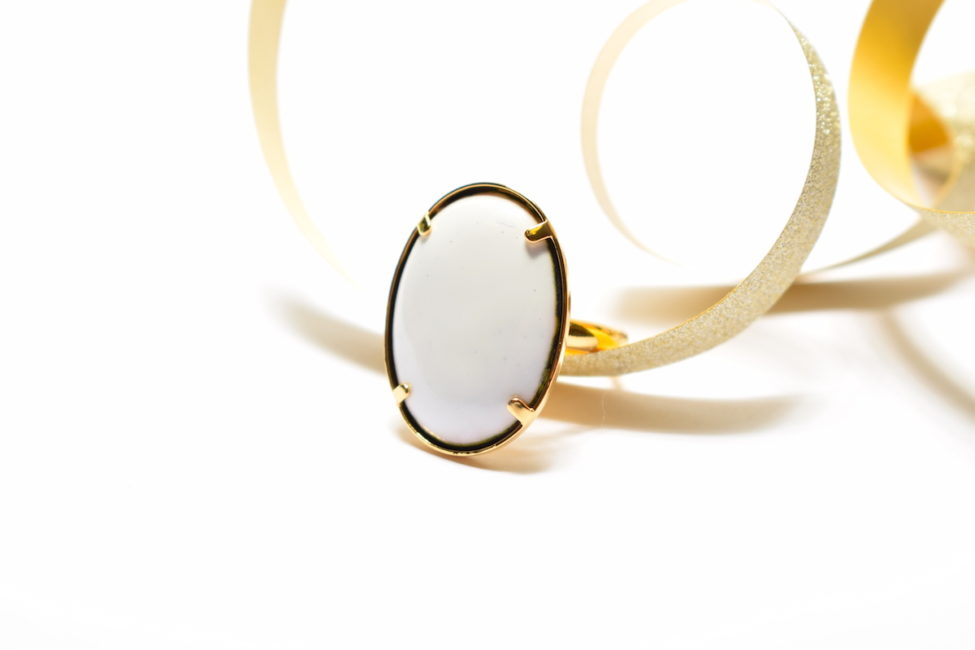 Bague grand ovale blanc et or