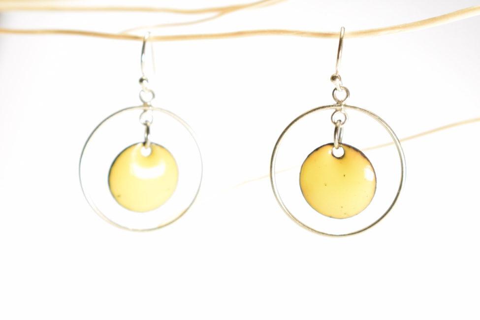 Boucles d'oreilles petits ronds émaillés jaune et créoles mobiles en argen