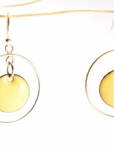 boucles-oreille-mobile-argent-petit-rond-jaune-emaux-art-creation-fabrication-france-aufildemaux-beatrice-perget-occitanie