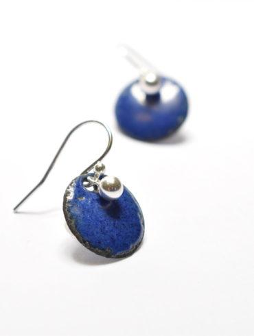 boucles-pendantes-petites-rond-emaux-bleu-perle-argent-massif-classique-aufildemaux-creations