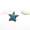 Pin's étoilé en émaux d'art, de couleur bleu bondi